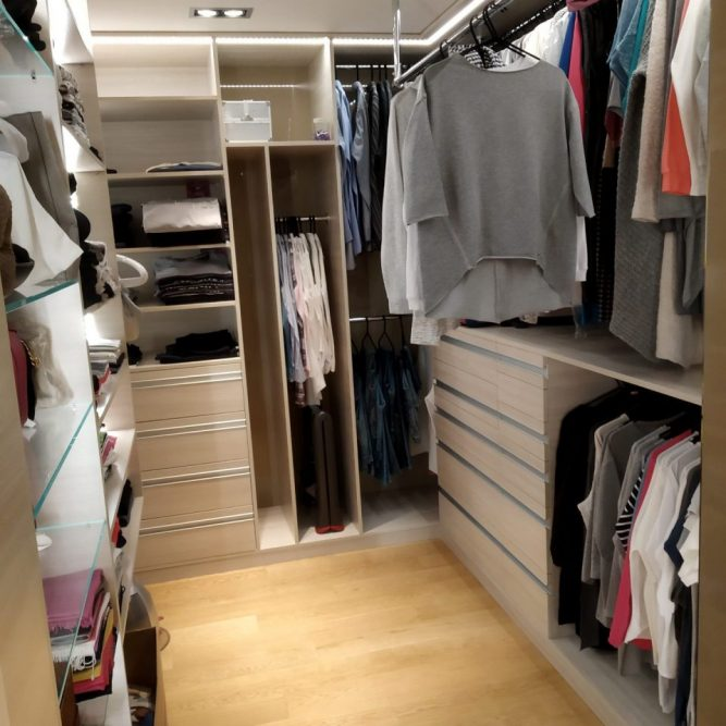 garderoba nowoczesna z oświetleniem
